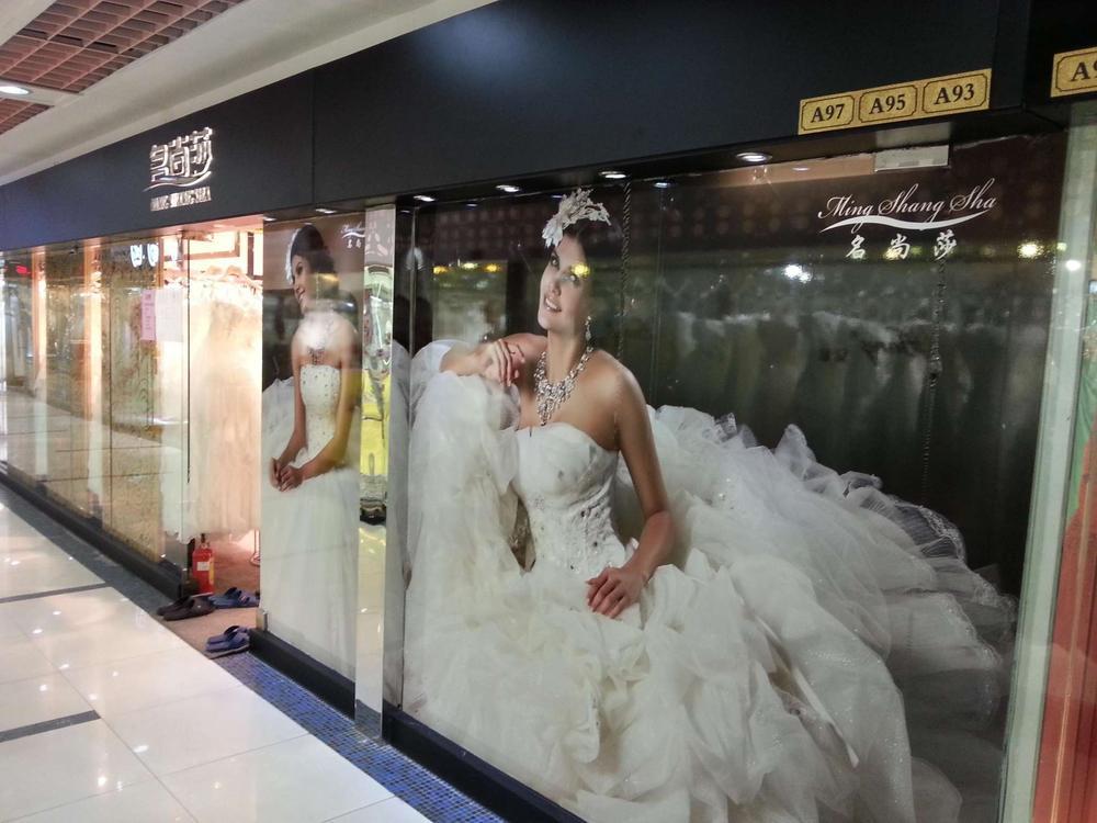 信宜新形象婚纱店_婚纱店形象墙设计哪种好