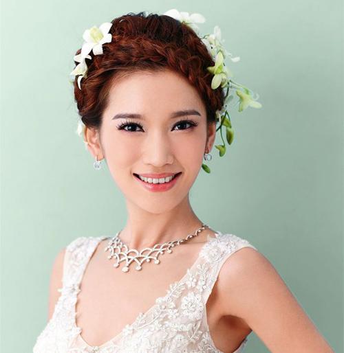 露出额头的时尚新娘好看吗